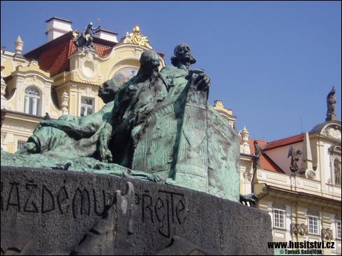 Praha – Husův památník na Staroměstském náměstí