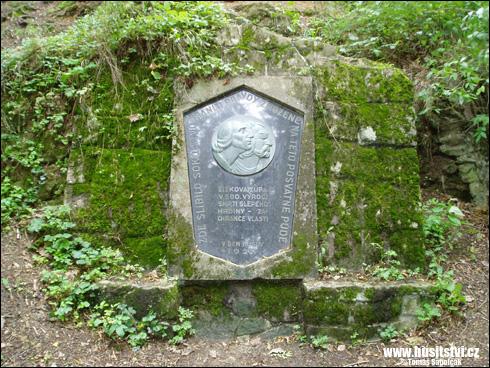 Kozí hrádek – sokolský památník Husa a Žižky