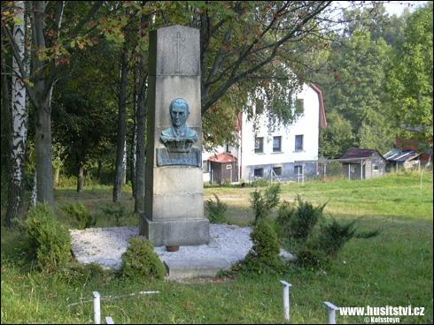 Škodějov - památník Karla Farského, prvního patriarchy Církve československé husitské