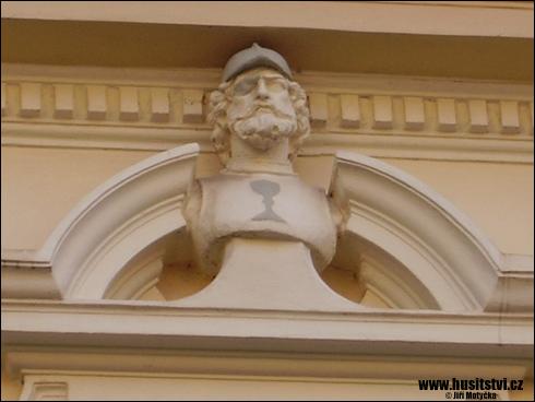 Chrudim – dům s bustou Jana Žižky