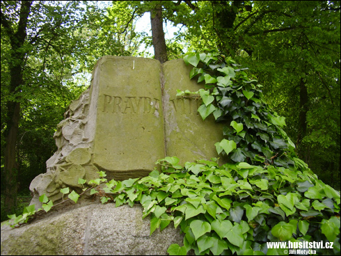 Běleč nad Orlicí – památník Jana Husa