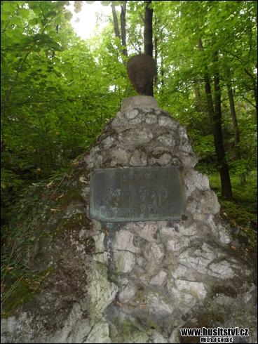Štramberk - památník Jana Žižky z Trocnova a Kalicha v Národním sadu [foto: Michal Gelbič, © www.husitstvi.cz]