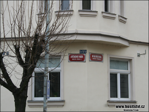 Praha (Lyčkovo nám. a Kubova ulice) - dům s vyobrazením epizody usmíření Žižky s Pražany