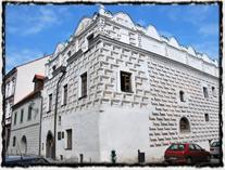Husův dům v Prachaticích. V tomto původně jednopatrovém gotickém měšťanském domě Hus údajně bydlel během svých prachatických studií.
