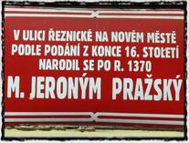 Informační cedule z Řeznické ulice na Novém Městě pražském.