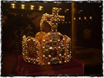 Koruna Svaté říše římské, jež byla uložena na Karlštejně i po Václavově sesazení z římského trůnu v roce 1400