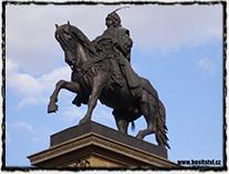 Neorenesanční pomník s jezdeckou sochou krále Jiřího z Poděbrad na stejnojmenném náměstí v Poděbradech. Jeho autorem je Bohuslav Schnirch a pomník byl odhalen v r. 1896.