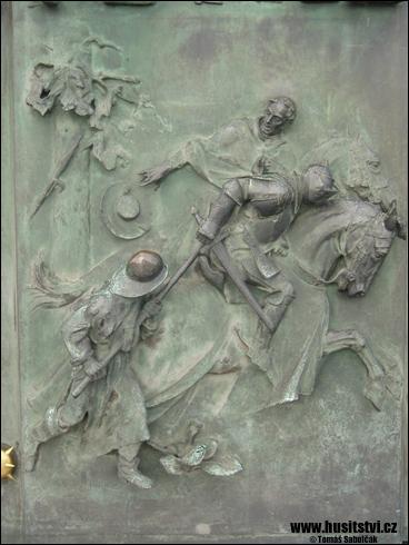 Praha (Žižkov) – reliéfy na dveřích budovy pamětního komplexu