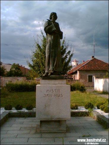 Pečky – socha mistra Jana Husa