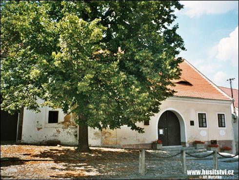 Husinec – Husova ulice a Husův dům