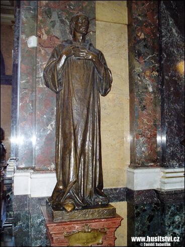 Praha – socha Jana Husa v Národním muzeu