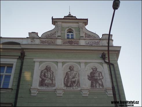 České Budějovice – ZŠ v Komenské ulici s freskou Jana Husa