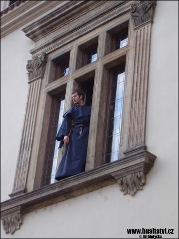 První pražská defenestrace (Novoměstská radnice, Praha, 31.07.2009)