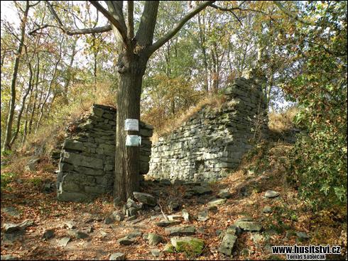 Kalich – zřícenina hradu [foto: Tomáš Sábolčák, © www.husitstvi.cz]