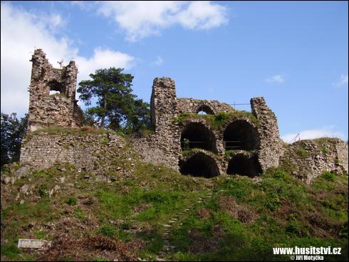 Zubštejn – hrad pánů z Kunštátu, poškozen za husitských válek