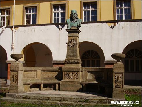 Chrudim – památník Viktorina Kornela ze Všehrd