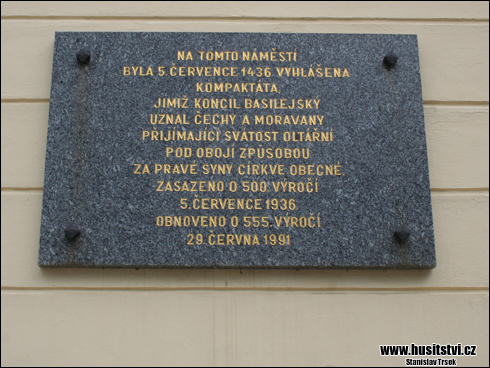 Jihlava (náměstí T. G. Masaryka) -  pamětní deska k vyhlášení Kompaktát