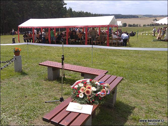 Slavnost při příležitosti odhalení nového pomníku Jana Žižky, který nechala instalovat obec Nekmíř při příležitosti blížícího se výročí Žižkova vítězství (29.07.2017, na bojišti nedaleko Nekmíře)