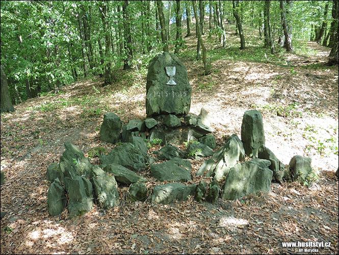 Nové Město nad Metují - Husův kámen a jeho lípa vysazená v r. 1915