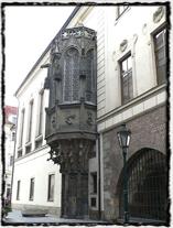 Historická budova Karolina (Karlovy koleje) s arkýřem Velké auly. copyright http://www.webmagazin.cz