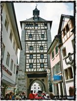 Vstupní brána do Husovy ulice, která tvoří součást středověkého opevnění města