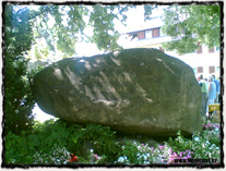 V místech Husova přibližného upálení byl instalován tzv. Husův kámen, který tuto událost připomíná