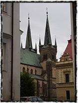 Kostel Nanebevzetí Panny Marie s farou (současná podoba).