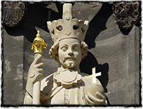 Králova plastika ze Staroměstské mostecké věže (dnes replika, originál byl dílem Parléřovy hutě)