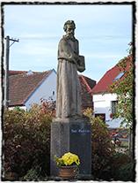 Pomník Petra Chelčického v Chelčicích.